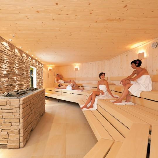 http://www.reichundpartner.com/wp-content/uploads/Finnische_Sauna_0731-540x540.jpg