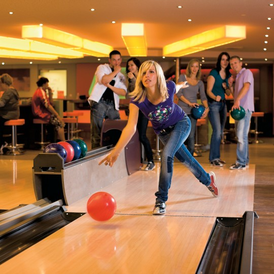 https://www.reichundpartner.com/wp-content/uploads/BowlingCenter_0305-540x540.jpg
