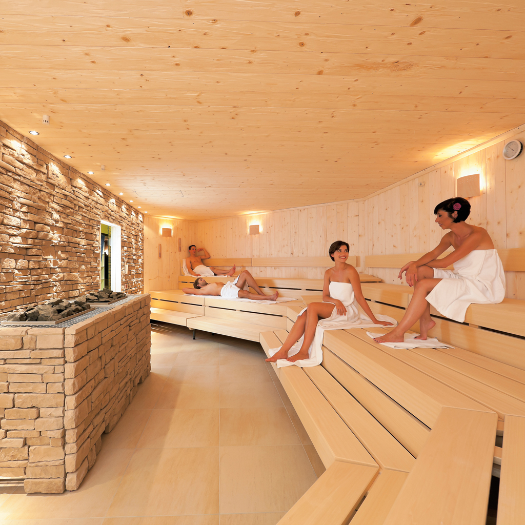 https://www.reichundpartner.com/wp-content/uploads/Finnische_Sauna_0731.jpg
